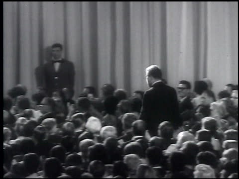 33rd academy awards, oscar awards at the oscars archival footage at los angeles ca. - academy awards video stock e b–roll