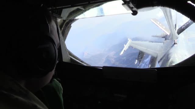stockvideo's en b-roll-footage met a 340th expeditionary air refueling squadron detachment 1 kc135 stratotanker and its aircrew provide aerial refueling to a flight of f16c fighting... - hatch