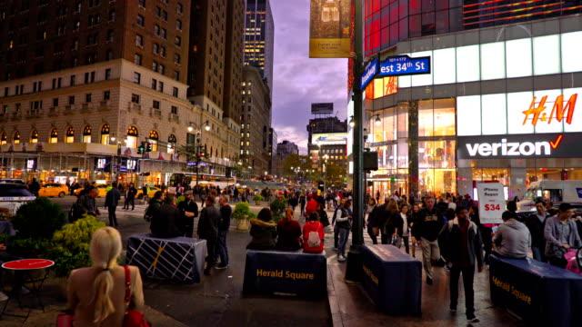 34th street, broadway, verizon, h&m, gap, empire state building, billboard - 34th street stock videos and b-roll footage