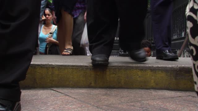 34th street station crowds emerging - artbeats 個影片檔及 b 捲影像