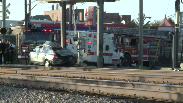 wgn a 34yearold woman was struck and killed by a bnsf metra train on the morning of oct 4 in clarendon hills illinois - 交通事故点の映像素材/bロール
