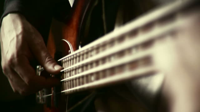 hd 35mm: bassist spielt - bass guitar stock videos & royalty-free footage