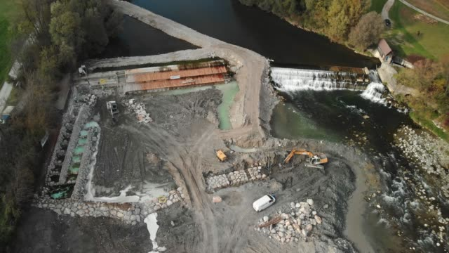 360-degree view of dam construction site in progress - crane construction machinery stock videos & royalty-free footage