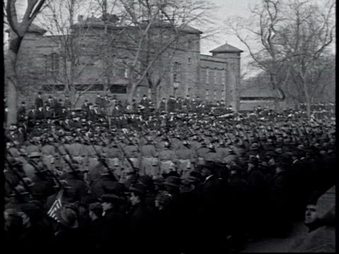 vidéos et rushes de pan 369th infantry regiment marching up 5th ave past 42nd st library in world war i victory parade spectators waving flags / new york city new york... - 1910 1919