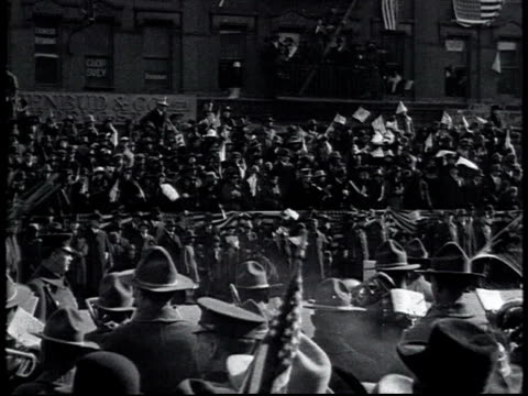 vidéos et rushes de ha 369th infantry regiment marching up 5th ave past 42nd st library in world war i victory parade spectators waving flags / new york city new york... - 1910 1919
