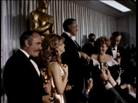 38th annual academy awards press room part-5 1966 martin balsam, julie christie, bob hope, shelley winters and lee marvin. interview with jack lemmon. - ボブ ホープ点の映像素材/bロール