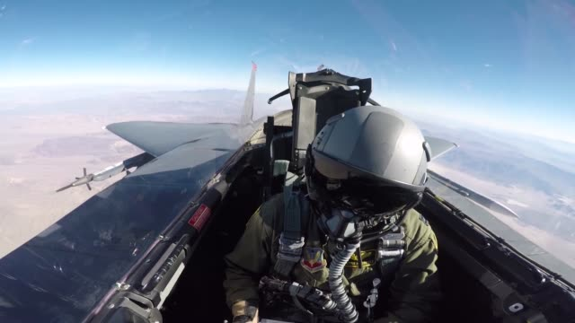 stockvideo's en b-roll-footage met 391st bold tigers pilots of the 366th fighter wing and weapons systems officers team up with joint terminal attack controllers during green flag west... - startvlag