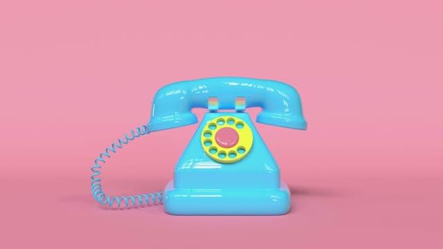 vídeos de stock e filmes b-roll de 3d rendering blue old telephone pink background cartoon style - old illustration