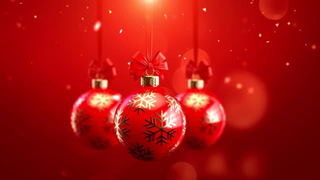 vídeos de stock, filmes e b-roll de vermelho de três 3d renderização decorado bolas de natal com arcos em espumantes animação perfeitamente capaz de laço de fundo - christmas background