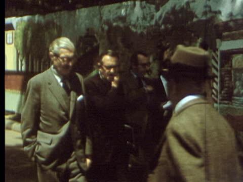 vídeos de stock e filmes b-roll de 3jun1969 montage correspondents in washington walking to the white house where they met with president nixon / washington dc usa - atlântico central eua