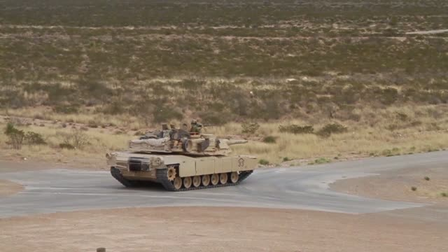 vidéos et rushes de 3rd armored brigade combat team 1st armored division conducted iron focus 181 in orogrande nuevo mexico - véhicule militaire terrestre