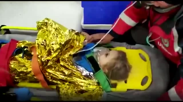 year-old girl was pulled out of the rubble alive on tuesday days after a magnitude 6.6 earthquake hit turkey's aegean region. ayda gezgin was rescued... - earthquake stock videos & royalty-free footage