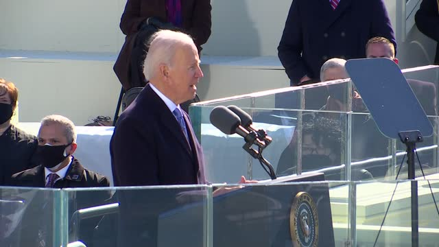 46th president of the united states joseph biden ends moment of silence for coronavirus pandemic dead in speech to the nation from platform at west... - 就任式点の映像素材/bロール