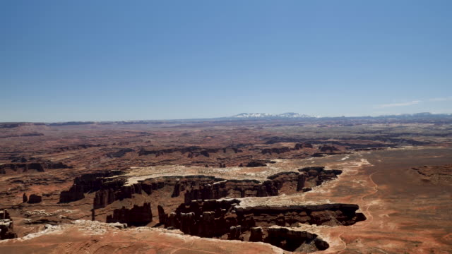 4k 10bit canyonlands national park utah scene showing the amazing cliffs and rugged landscape of the sandstone spires & island in the sky mesa - キャニオンランズ国立公園点の映像素材/bロール