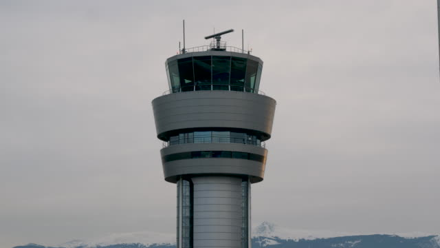 4k 10bit close up of the air traffic control tower at sofia airport bulgaria - 塔 個影片檔及 b 捲影像