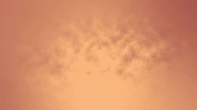 4k abstrakte rose gold drifting smoke clouds nebel overlay hintergrund stock video - abwesenheit stock-videos und b-roll-filmmaterial