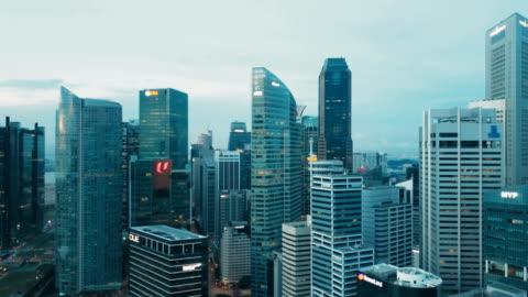 vidéos et rushes de 4 baie de marina bâtiments k aérienne quartier financier, singapour - singapour