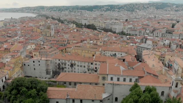 vidéos et rushes de 4k aerial forward drone shot of high elevation aerial of the city of nice roof tops and coastline in france - lockdown