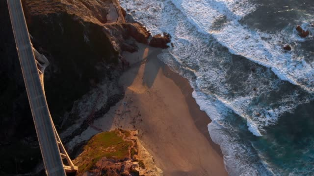 4k aerial video - bixby creek bridge at big sur coastline, california, usa - cliff video stock e b–roll