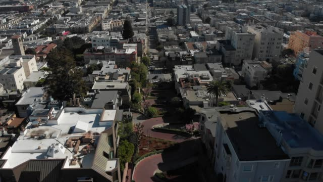 4k aerial video - cars driving down lombard street - lombard street san francisco stock videos & royalty-free footage