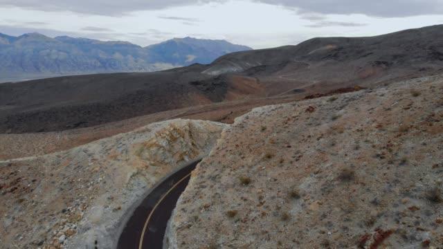 4k aerial video - desert death valley - deserto mojave video stock e b–roll
