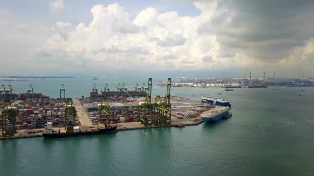 4 k Aerial View van industriële poorten met containers schip, Zuidoost-Azië