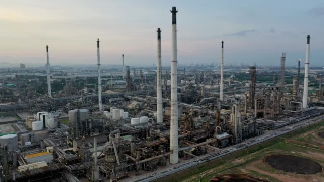 4k aerial view of large oil refinery facilities and storage tank in asia - pipeline stock videos & royalty-free footage