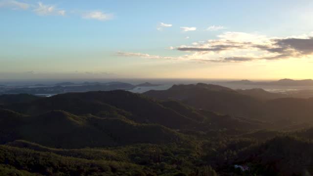 vídeos y material grabado en eventos de stock de 4k aerial view of lush island mountains at sunset - territorios franceses de ultramar