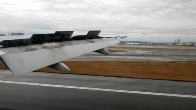 4 k vliegtuig landing aan baan
