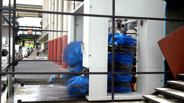 vídeos de stock e filmes b-roll de 4k automatic brush car wash - porta sabonete líquido