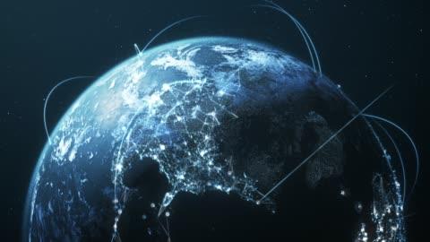 vídeos y material grabado en eventos de stock de 4k blue earth con líneas de conexión-loopable-rutas de red/vuelos internacionales - imagen generada digitalmente