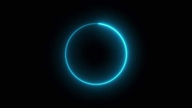 vídeos de stock e filmes b-roll de 4k blue neon circle lights background - elemento de desenho
