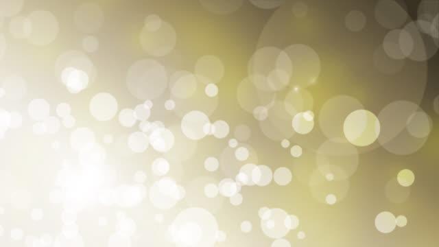 雪とボケライトを備えた4kクリスマスゴールドの背景 - gold colored点の映像素材/bロール