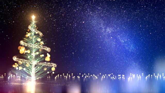 stockvideo's en b-roll-footage met 4 k kerstboom en melkweg - lus - kerstversiering