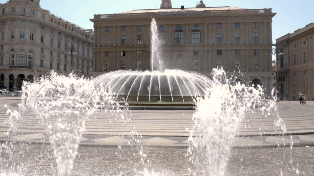 4k clip of beautiful fountain, situated in the heart of the city between the historical and the modern center, piazza de ferrari is renowned for its fountain - major road bildbanksvideor och videomaterial från bakom kulisserna