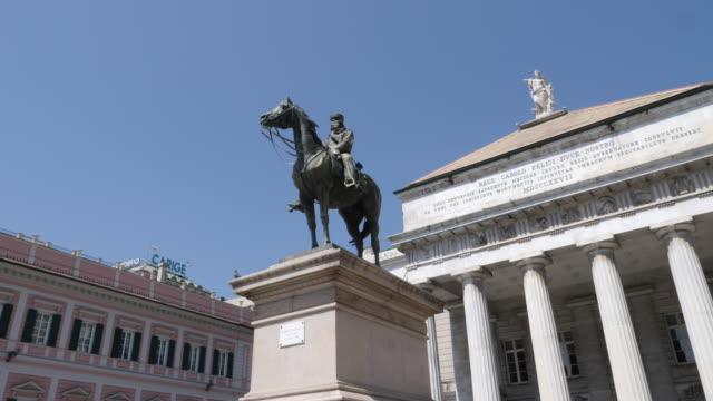 4k clip of the monumento a garibaldi in the central square in genoa italy - statua video stock e b–roll