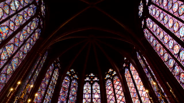 4k close up of sainte-chapelle ornate interior, 13th-century, gothic chapel with relics & notable stained-glass windows of biblical scenes. paris france - 13世紀頃点の映像素材/bロール