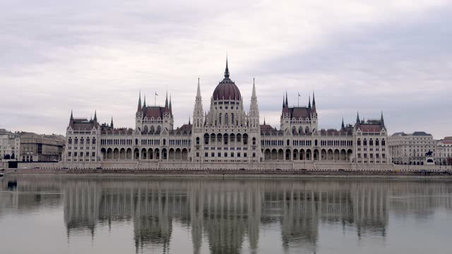 4k close up view of hungarian parliament and danube river, budapest hungary - eastern european culture stock videos & royalty-free footage