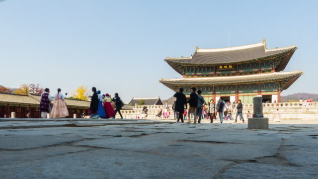 4k crowd of people at gyeongbokgung palace at seoul city in south korea - corea del sud video stock e b–roll