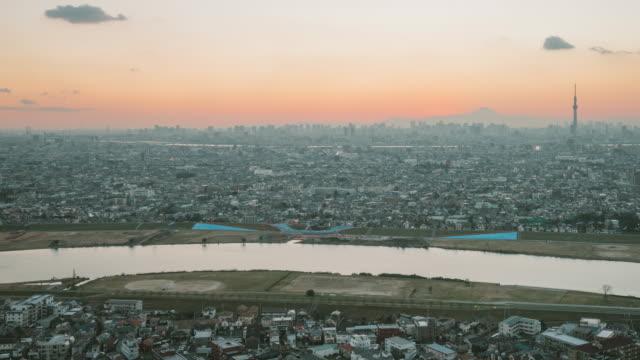 4 k 昼から夜への時間の経過。上空から見た東京 景観 (メディアスケープ)」