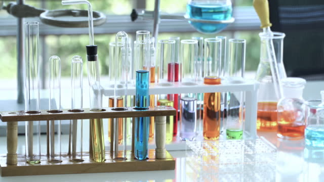 4k: dolly shot of test tube and beaker with chemical in laboratory. - chemistry stock videos & royalty-free footage