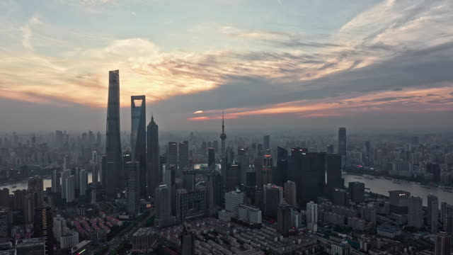 4k drone footage : magnificent sunset glow over shanghai city - stadtsilhouette stock-videos und b-roll-filmmaterial