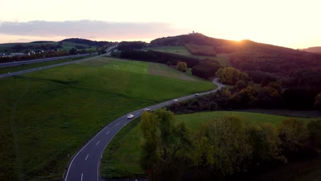 4 k ドローン nurburg 日没、ドイツで道路の旅と自然のショット。 - 自動化点の映像素材/bロール