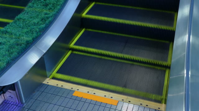 4k: Escalator operate by moving up to top.