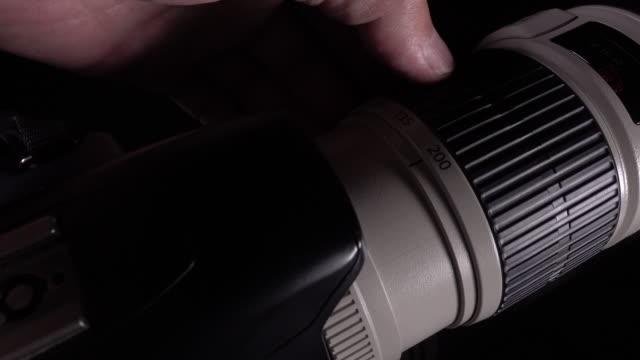 4 k Aufnahmen von Mann Hand vorbehalten, Gläser