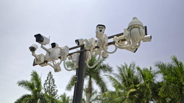 vidéos et rushes de 4k images,beaucoup de caméra en circuit fermé (cctv) sur la colonne. - camera