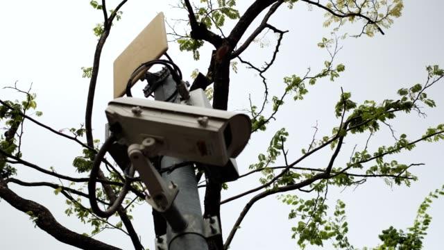 vídeos de stock, filmes e b-roll de gravação em 4k, muitas câmeras de circuito fechado (cctv) na coluna. - controle