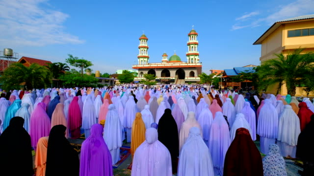 4k group of islamic women during prayer at mosque - pregare video stock e b–roll