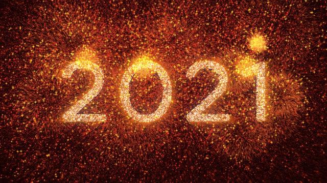 vídeos de stock, filmes e b-roll de 4k feliz ano novo celebração ouro laranja fogos de artifício contagem regressiva 2021 - contagem regressiva