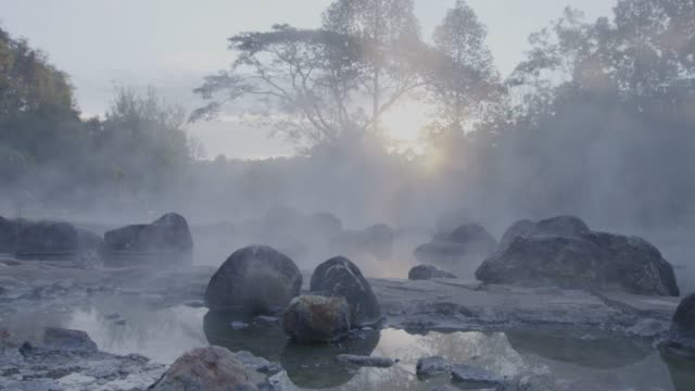 4k, hot spring water in sunrise - serenità video stock e b–roll